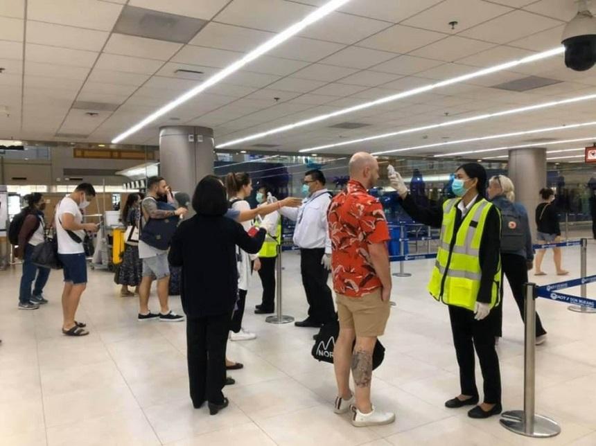Transportatorii aerieni globali cer testarea pentru Covid-19, pe aeroporturi, a tuturor pasagerilor curselor internaţionale, pentru înlocuirea carantinelor