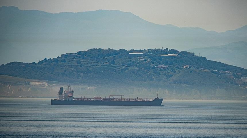 Primul din trei tancuri petroliere iraniene încărcate cu carburant cu destinaţia Venezuela a intrat luni în apele teritoriale ale acesteia