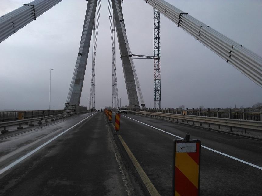 Restricţii de circulaţie pe Autostrada Soarelui, din cauza lucrărilor de reabilitare a Podului de la Cernavodă / Până în 27 mai se aplică deviere de trafic între kilometrii 156 şi 160