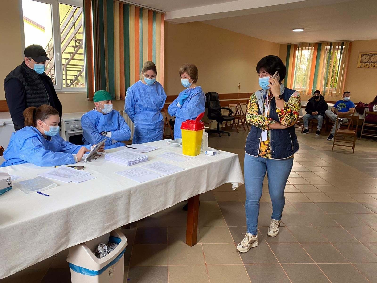 Sălaj: A debutat campania de vaccinare la sediile operatorilor economici / Peste 100 de angajaţi de la Boglarchamp, unul dintre cei mai mari cultivatori de ciuperci din România, imunizaţi