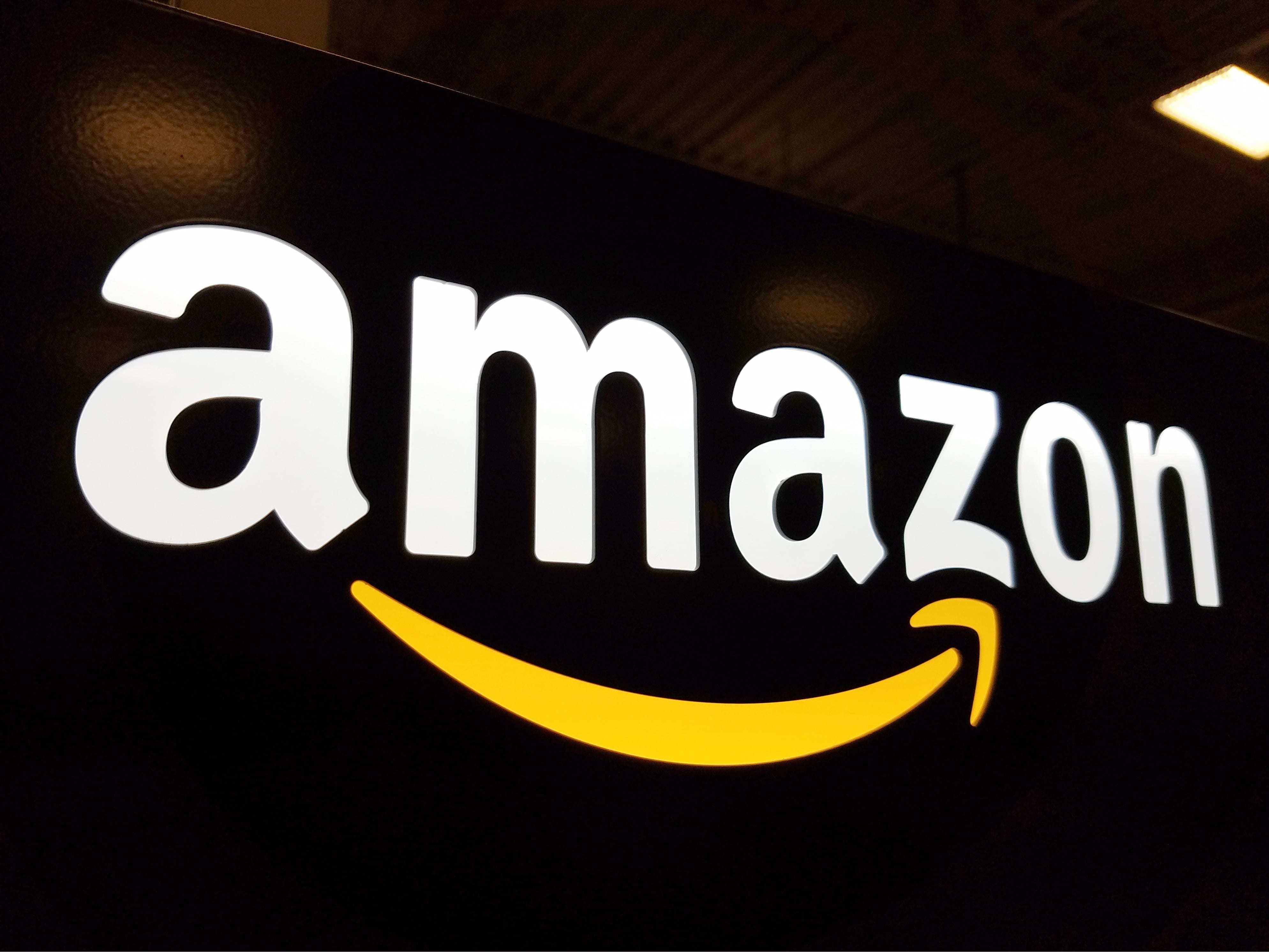Veniturile şi profitul Amazon au depăşit estimările în primul trimestru; acţiunile companiei au urcat cu 4%
