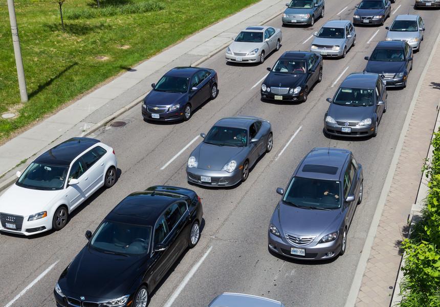 STUDIU: Pandemia a amânat planurile de achiziţie a unui autovehicul nou şi a scăzut temporar interesul pentru maşinile electrice