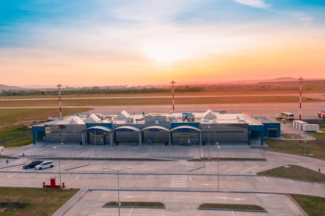 Nou proiect din fonduri europene pentru modernizarea şi dezvoltarea Aeroportului Oradea / Bolojan: Avem o sumă predefinită din fonduri europene care, din păcate, nu a fost accesată în ultimii patru ani