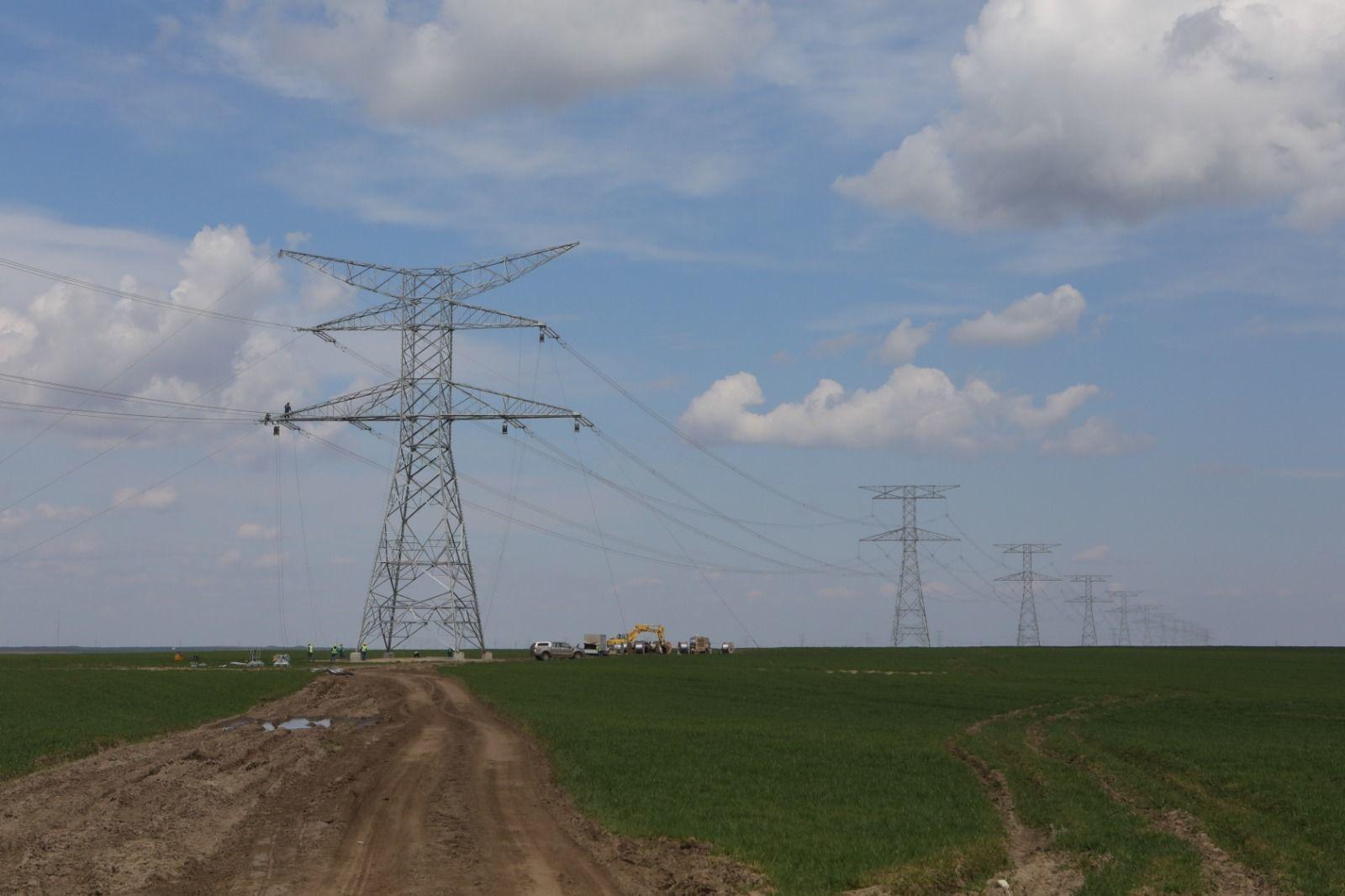 Linia Electrică Aeriană 400 kV Cernavodă-Stâlpu, parte dintr-un proiect de circa 75 de milioane de euro, va fi gata în luna decembrie