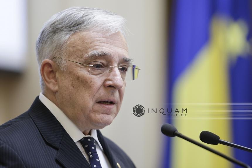 Isărescu: Ȋn România, impactul economic iniţial al pandemiei a fost unul puternic, accentuând dezechilibrele existente, presiunile privind deprecierea monedei naţionale şi creşterea necesarului de lichiditate