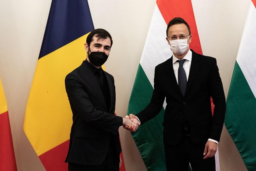 Năsui anunţă semnarea a trei acorduri româno-ungare privind operaţionalizarea comisiei privind dezvoltarea relaţiilor economice, înfiinţarea Camerei de comerţ România-Ungaria, realizarea unei conexiuni pentru deplasarea mai rapidă între cele două ţări