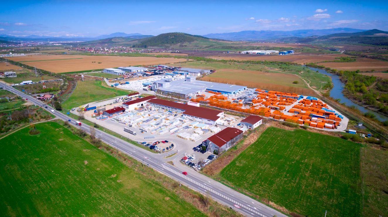 Grupul TeraPlast are aprobarea Consiliului Concurenţei pentru achiziţia producătorului de ambalaje Somplast din Năsăud. Piaţa ambalajelor flexibile din România se ridică la 300 milioane de euro, din care jumătate sunt importuri