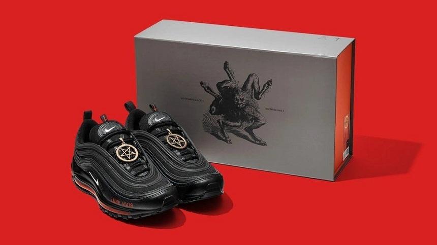 """Colectivul care a creat """"Pantofii Satanei"""" îi va retrage din circulaţie ca parte a unei înţelegeri cu Nike"""