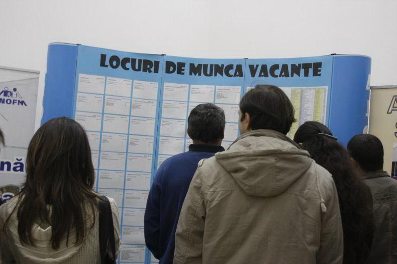 INS: Rata şomajului a scăzut la 5,5% în martie 2021, iar numărul şomerilor a ajuns la 464.000 de persoane, în scădere cu 3% faţă de luna precedentă