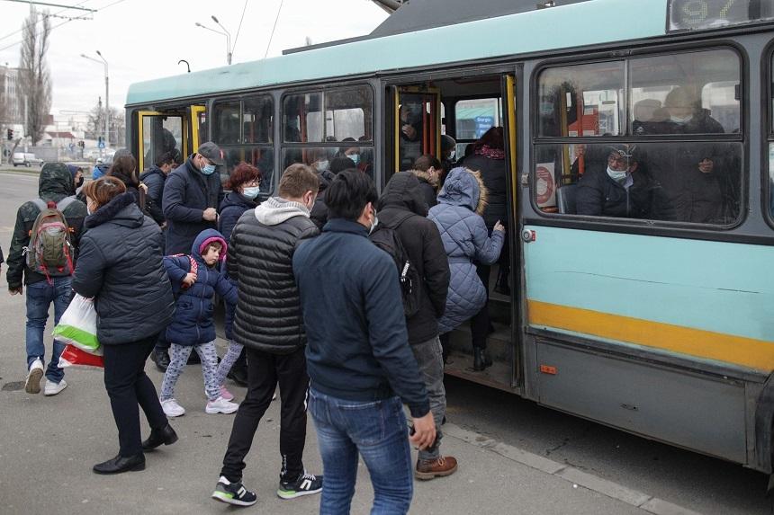 Transportul public din Bucureşti-Ilfov, reorganizat – Reorganizarea vizează crearea de benzi proprii pentru transportul în comun, extinderea pistelor pentru biciclete şi încurajarea modurilor alternative de transport / Trenul Metropolitan, demarat